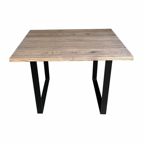 Matbord i trä med stålben