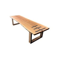 Soffbord i ek med underrede i ek och blå epoxy