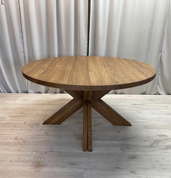 Matbord med dubbla iläggsskivor tillverkat i ek