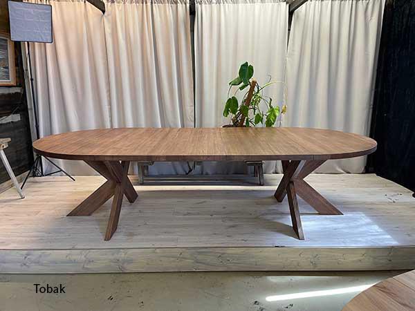 Matbord i ek med iläggsskivor
