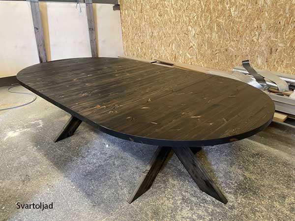 Matbord i furu med iläggsskivor