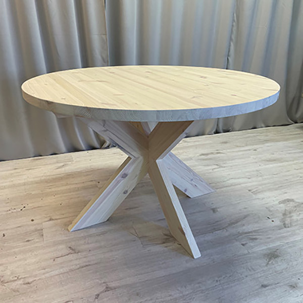 Runt matbord tillverkat i furu