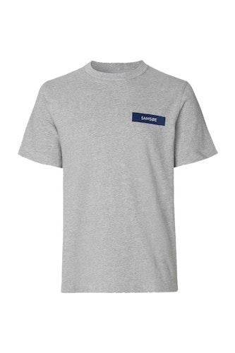 SAMSOE SAMSOE - Straits O-N Logo T-shirt 10114 Grå