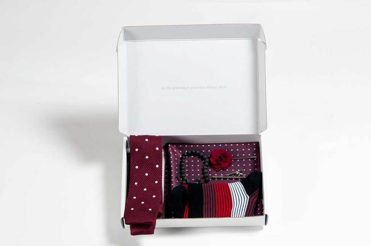 THE DOTTED RED STYLE BOX