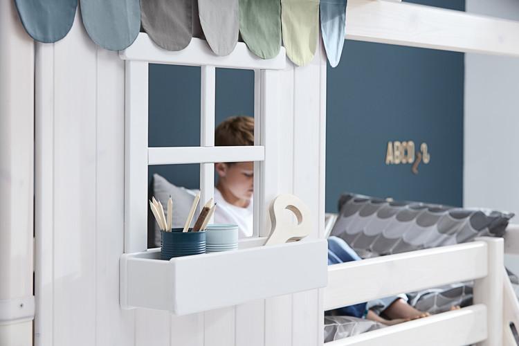 Halvhög säng med hus