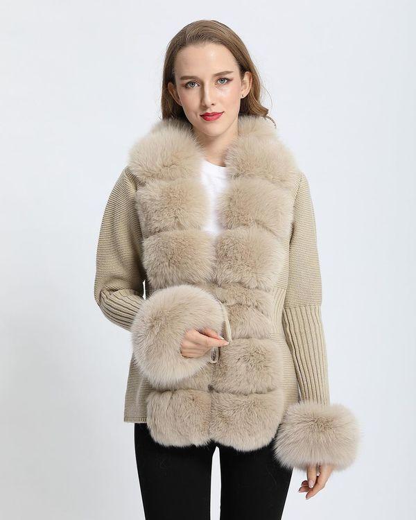 Bossy knitted fox fur