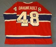 J.J. DAIGNEAULT - MONTREAL CANADIENS SIGNERAD TRÖJA MED COA