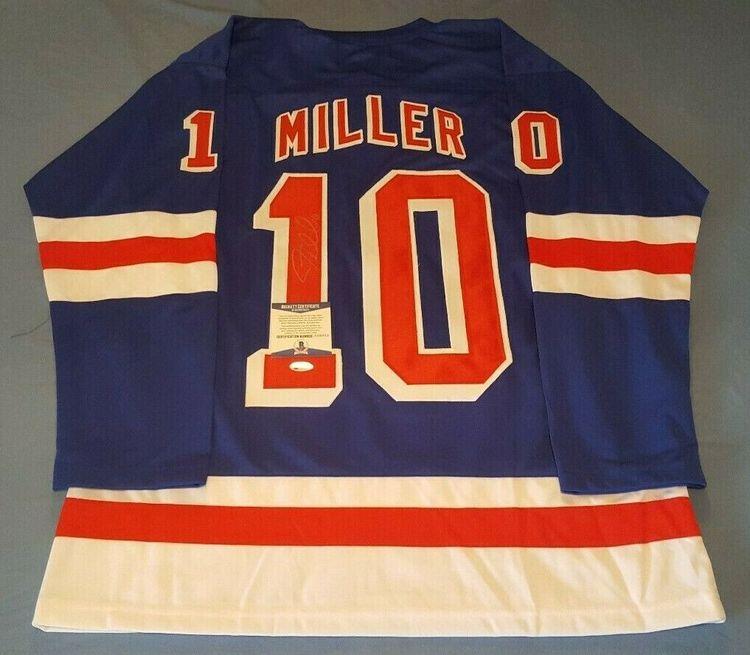 J.T. MILLER - NEW YORK RANGERS SIGNERAD TRÖJA MED COA