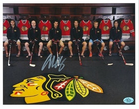 ADAM CLENDENING - CHICAGO BLACK HAWKS - SIGNERAT FOTO MED COA