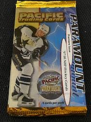 1997-98 Paramount Premiere Issue (Löspaket)