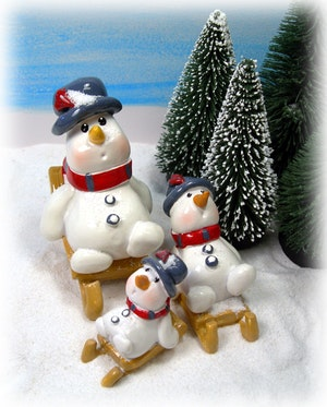 Frostis snögubbe på kälke