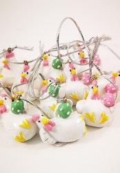 Hönor med ägg att hänga