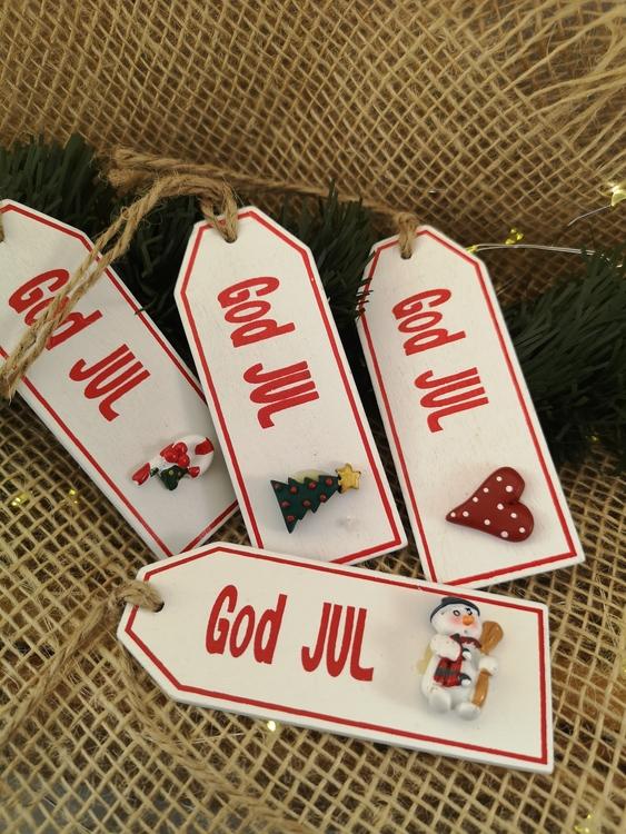 Juletiketter i trä, 4 olika motiv