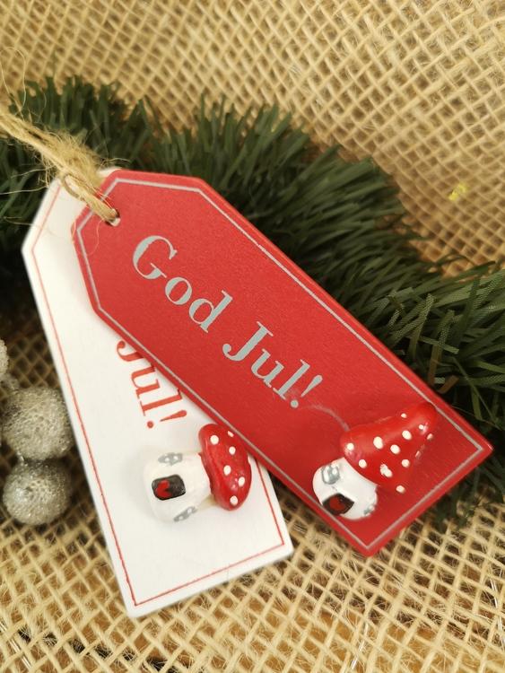 Juletiketter i trä med flugsvamp