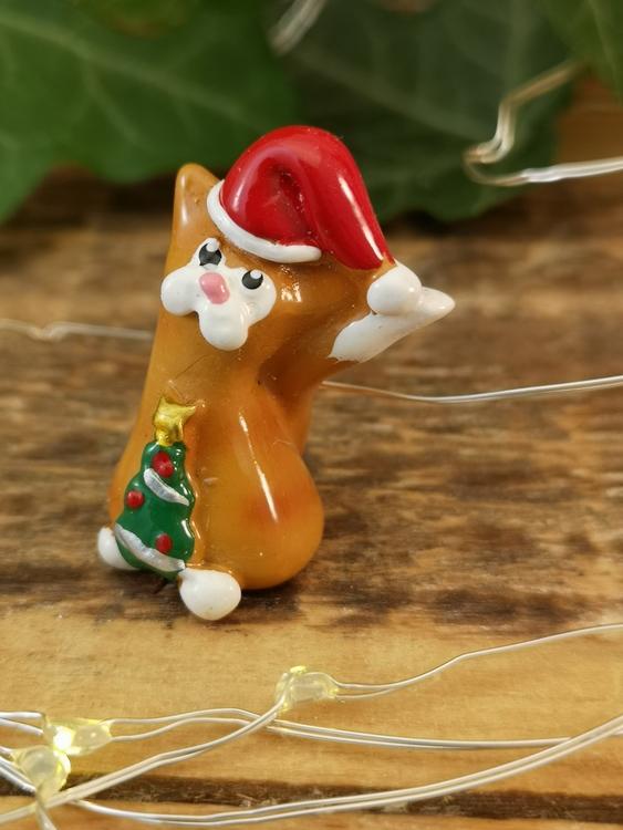 gul katt med julgran