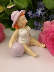 Dam i hatt med badboll, rosa