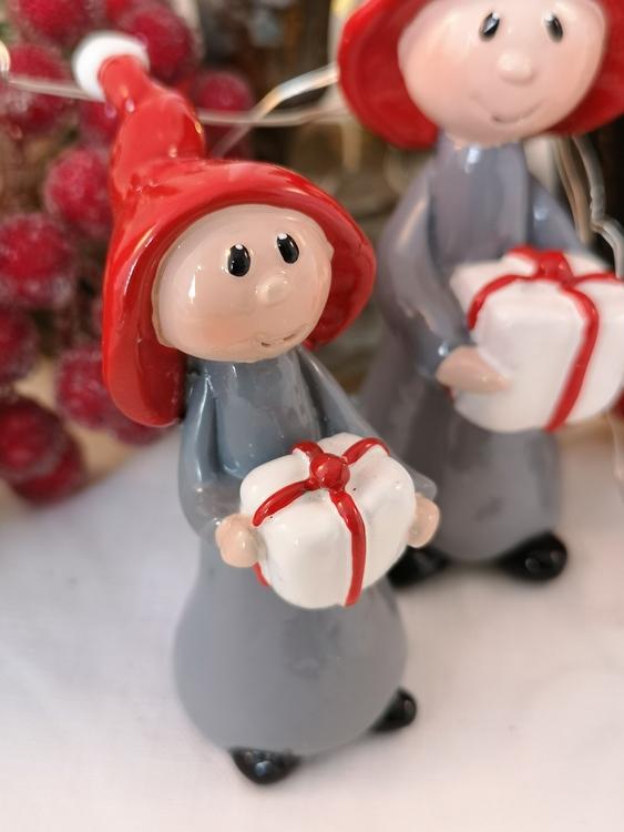 Tomtenisse med julklapp
