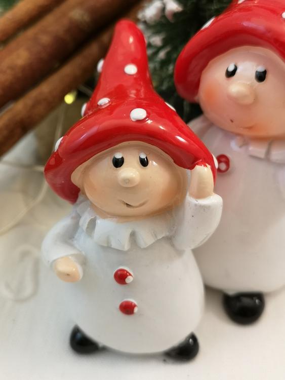Svampbarn med spetsig hatt