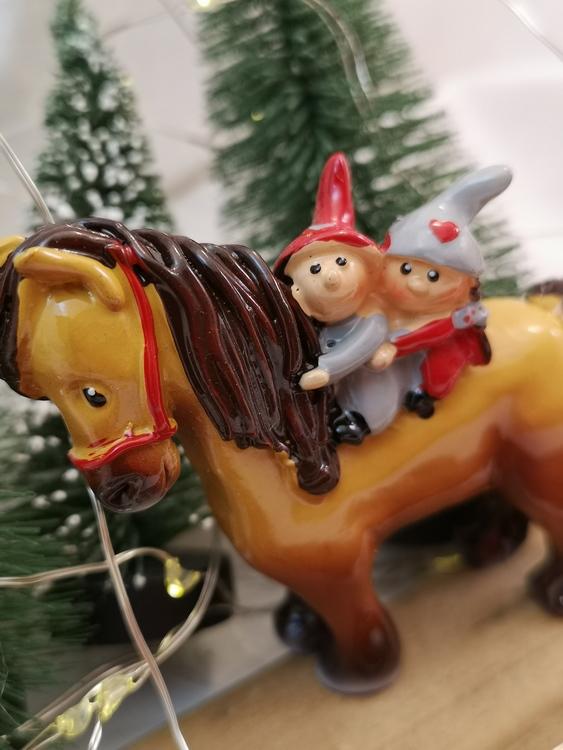 Tomtenissar på häst