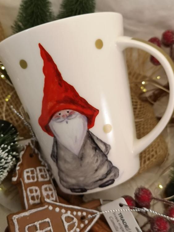 stämningsfull julmugg med tomte
