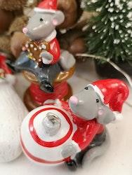 Mus med julkula