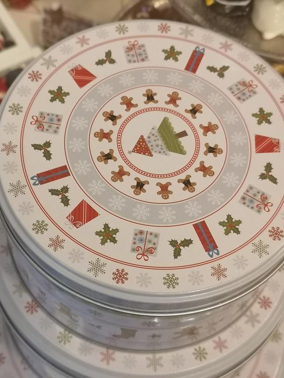 Plåtburkar med julmotiv