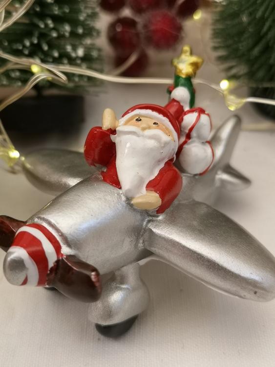 flygplan med jultomte