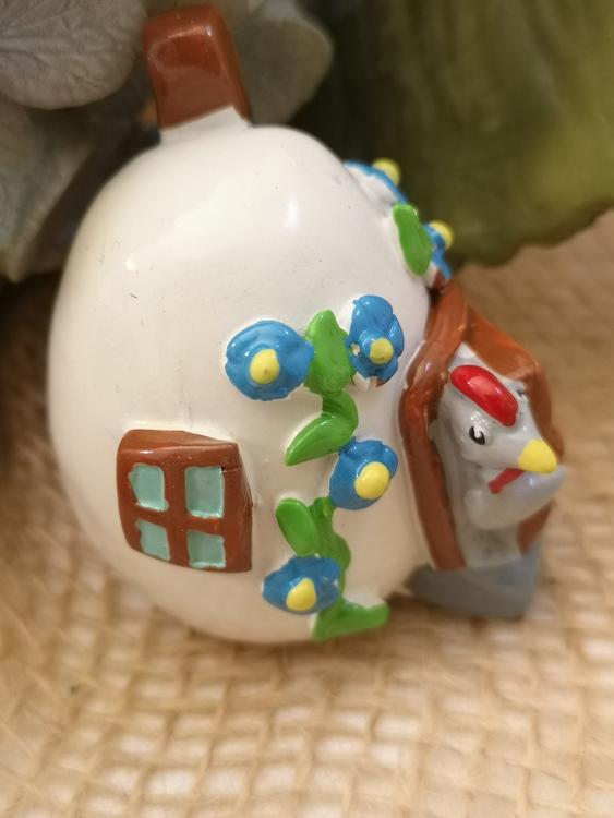 Hus med hönor, 3 olika färger och utseende