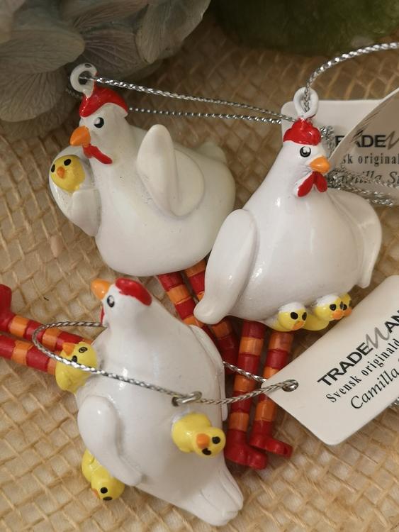 Hängande höna med kycklingar
