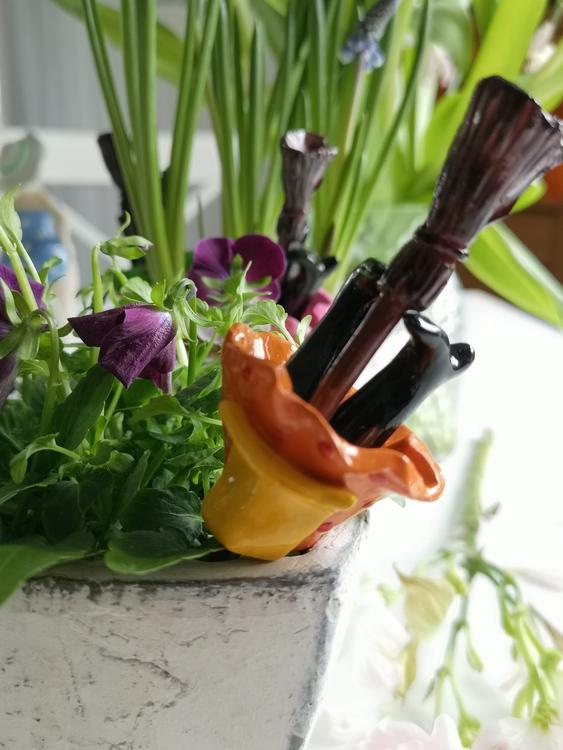 Blomsterpinne, störtande påskkärring