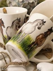 Mugg med hästar