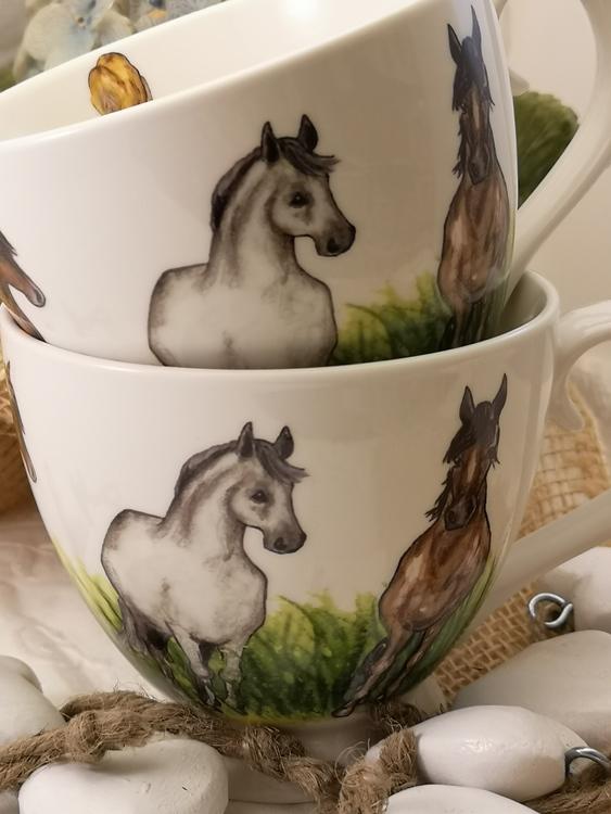 Tekopp med hästar