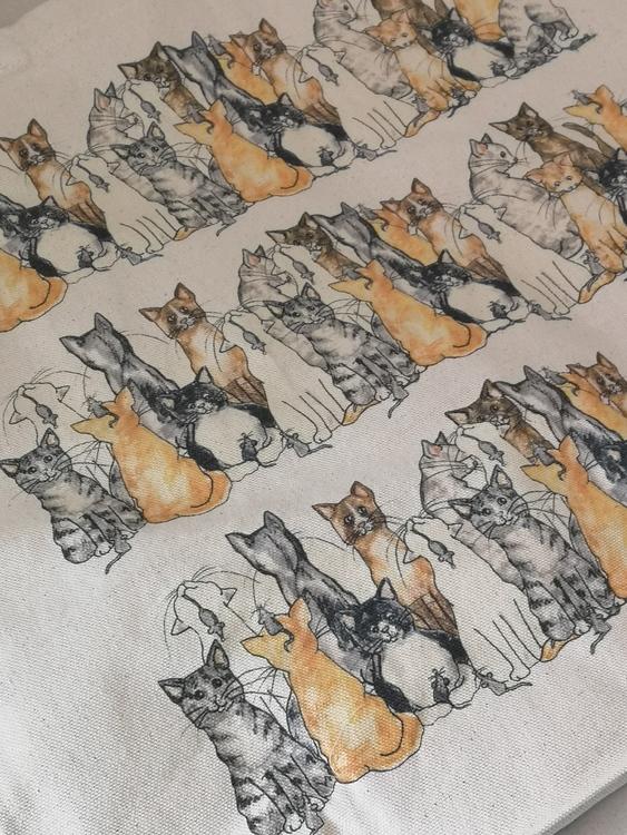 Tygkasse i oblekt bomull med katter på