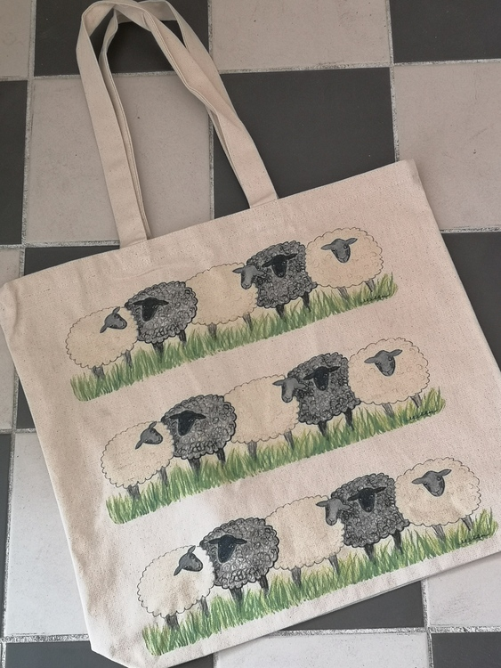 tygkasse med får i rad