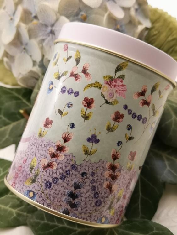Rund plåtburk, blommor mm  100g