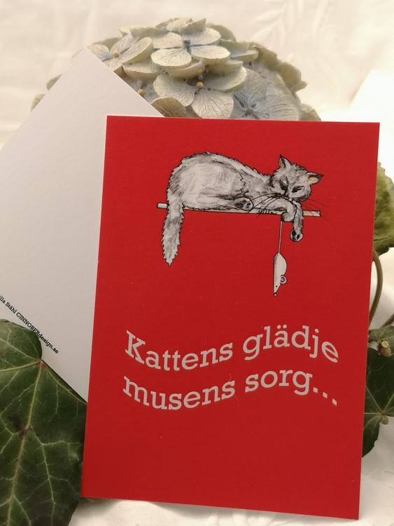 grå katt på röd botten, vykort
