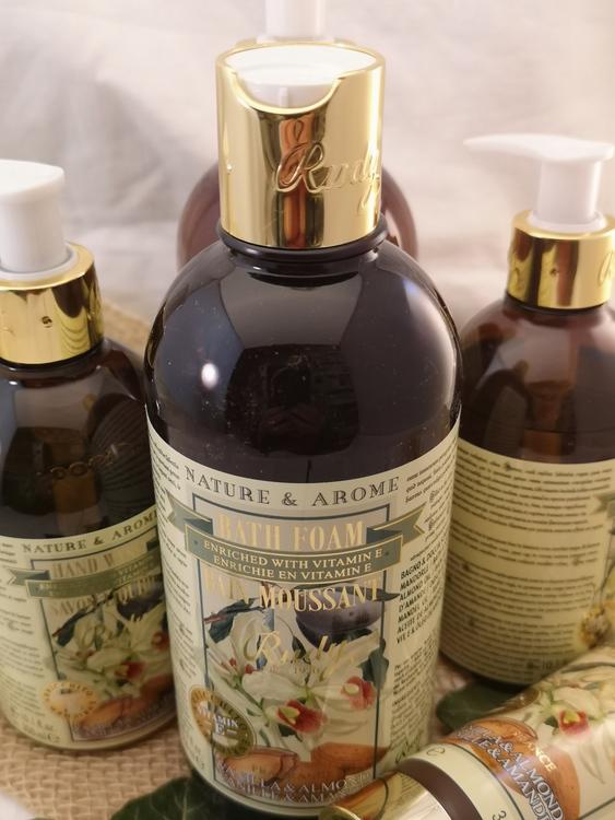 Apothecary Bath & Shower Gel Vanilla & Almond