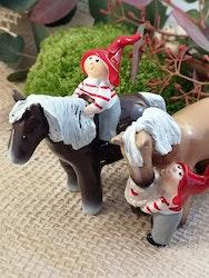 Tomtenisse med häst