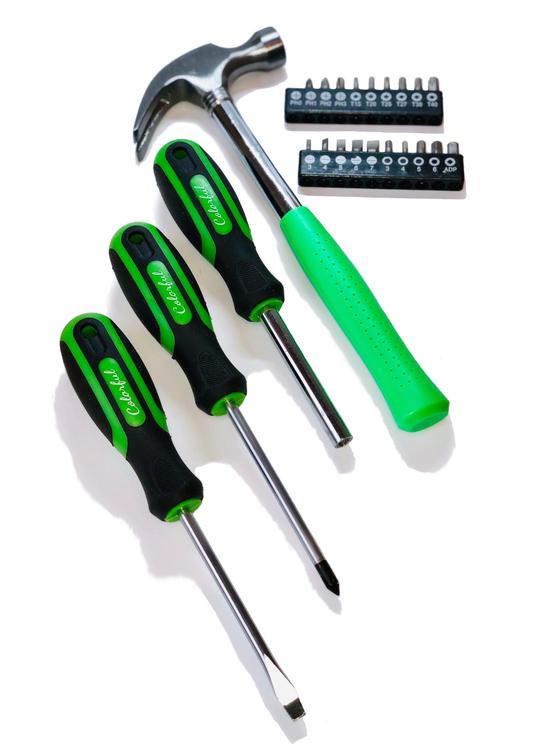 Neongrön hammare och skruvmejslar