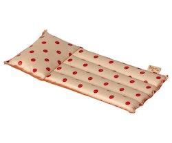 Luftmadrass, prickig röd, Maileg
