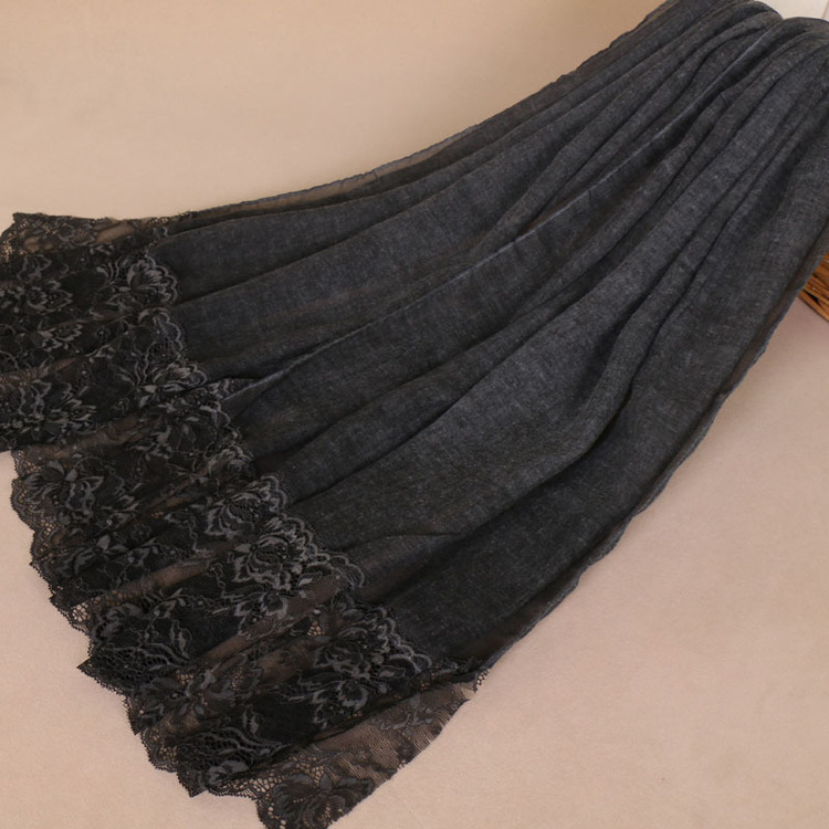 Viscouse with lace
