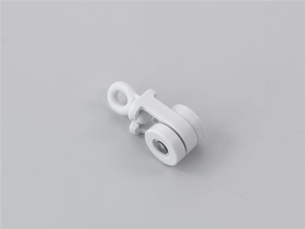Glider with rolls (turnable eyelet)