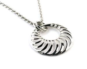 Halsband, Tanya