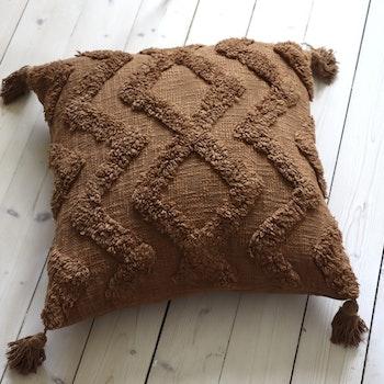 Cora Kuddfodral med tuftat mönster - Cognac