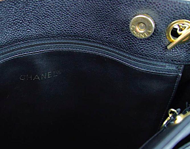 CHANEL AXELREMSVÄSKA Caviar Läder