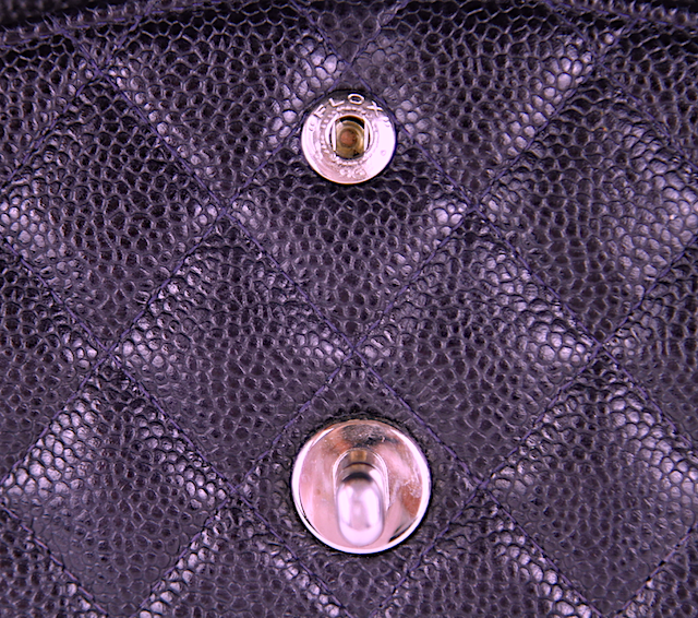 CHANEL CLASSIC MEDIUM DOUBLE FLAP VÄSKA Caviar Läder