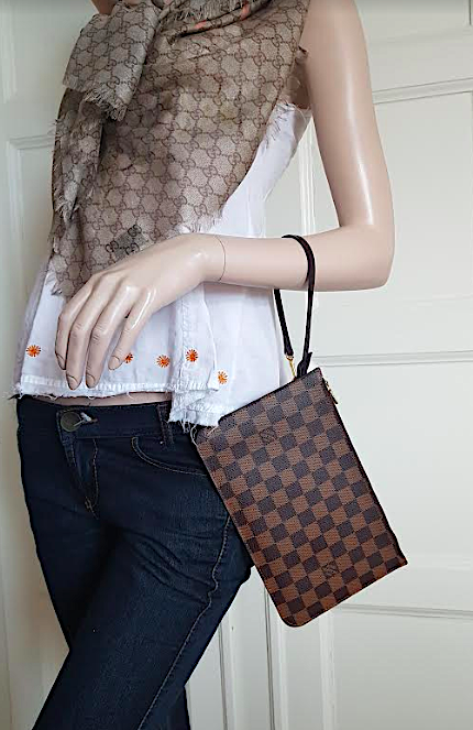 LOUIS VUITTON Damier Canvas Neverfull Pochette Clutch Väska
