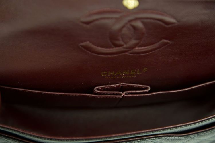 CHANEL CLASSIC MEDIUM DOUBLE FLAP VÄSKA I KAVIAR LÄDER