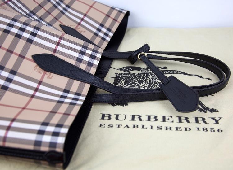 BURBERRY Md Reverse Väska Haym Chk
