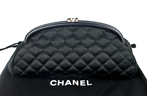 CHANEL Svart Quilted Siden/Skinn Timeless Clutch Bag